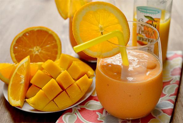 Pineappl-Orange-Mango-Smoothie-10_mini (1)